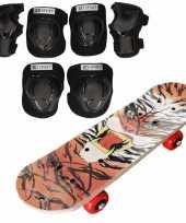 Set van skateboard 81 cm met tijger print en valbescherming maat m 6 tot 8 jaar